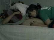 Порно дрочит на спящую сестру