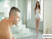 Фото как мужчина раздевает девушку